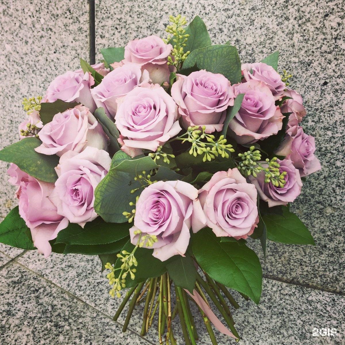 Бутоны и лепестки студия цветов и подарков 93