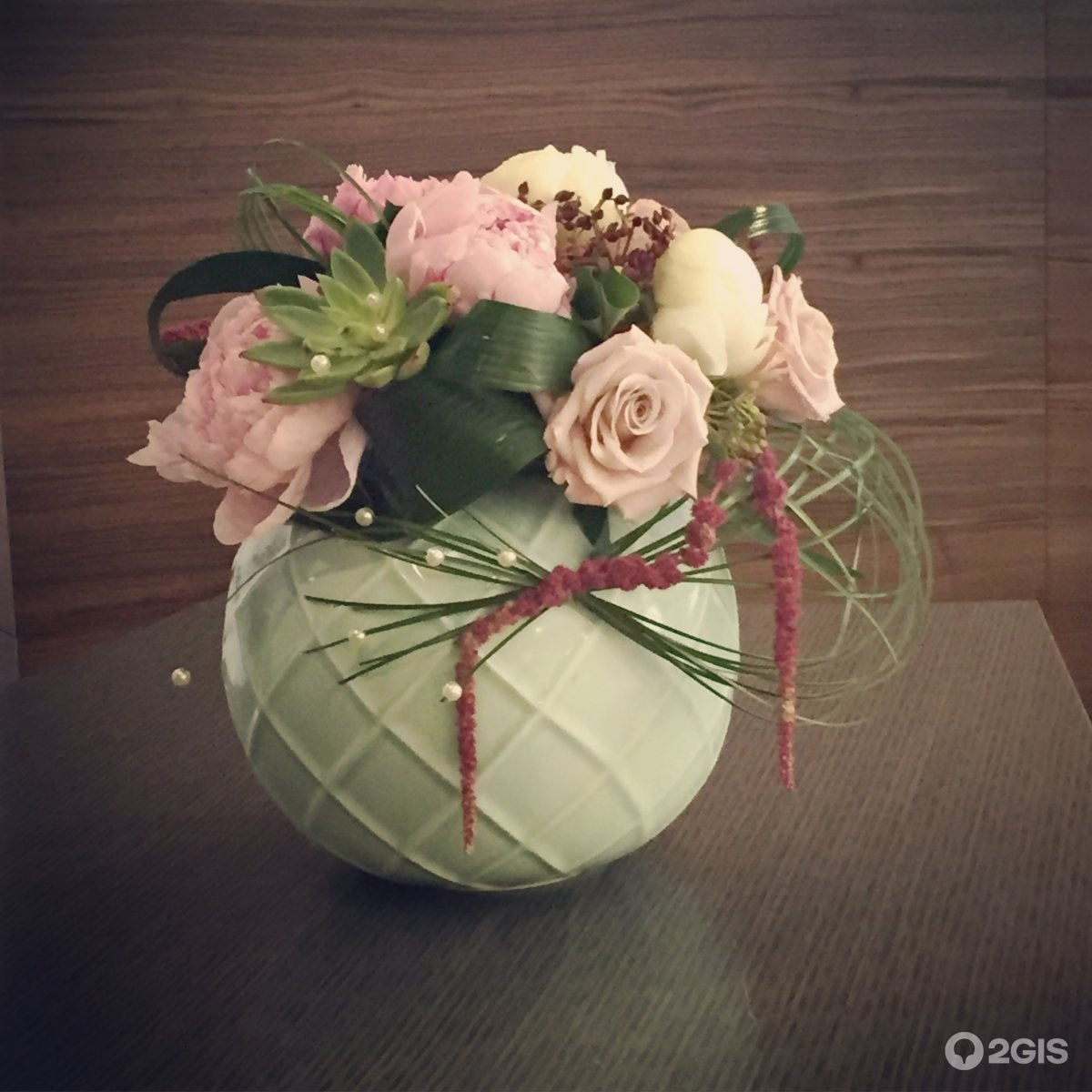 Бутоны и лепестки студия цветов и подарков 24