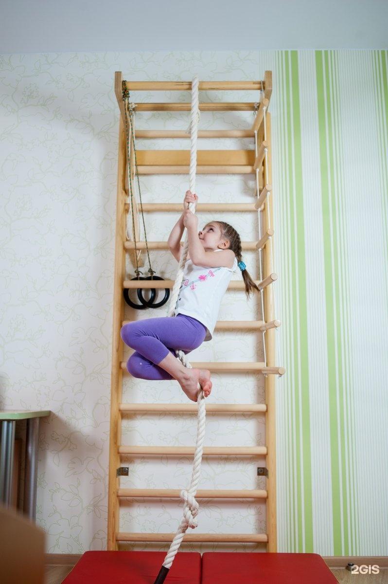 Дети на шведских стенках фото