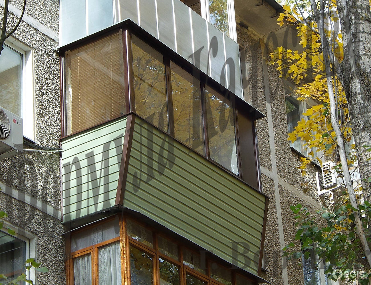 Остекление маленького полукруглого балкона цена.